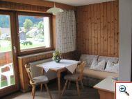 Gemütliche Sitzecke in der Ferienwohnung 11 im Haus Schöll im Tannheimer Tal