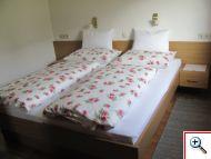 gemütliches Schlafzimmer in Ferienwohnung 3 Haus Schöll in Tannheim