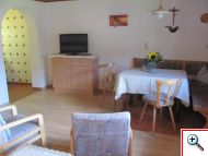 Wohnzimmer in der Ferienwohnung 6 im Haus Schöll in Tannheim